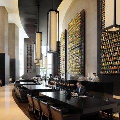 Отель JW Marriott Marquis Dubai гостиничный бар