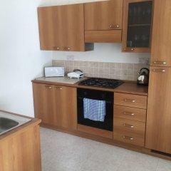 Апартаменты Senglea Seafront Apartment в номере