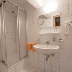 Отель Alpenfriede Австрия, Йерценс - отзывы, цены и фото номеров - забронировать отель Alpenfriede онлайн ванная