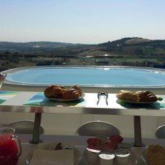 Отель Villa Belvedere Degli Ulivi Озимо бассейн