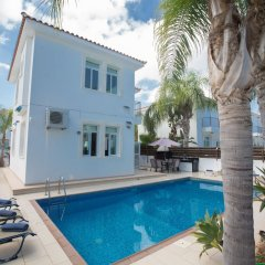 Отель Mesogios Villas бассейн