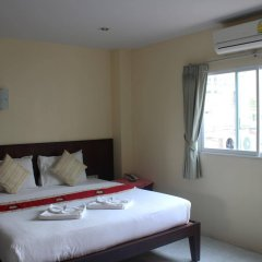 Отель Patong Palm Guesthouse комната для гостей фото 2