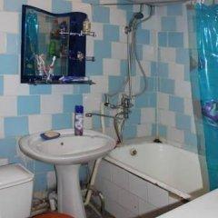Отель Дом Путешественника Кыргызстан, Бишкек - отзывы, цены и фото номеров - забронировать отель Дом Путешественника онлайн ванная