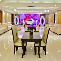 Hotel S. K Crown Park Naraina интерьер отеля