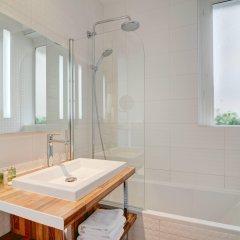 Отель Hôtel Bradford Elysées - Astotel Франция, Париж - 3 отзыва об отеле, цены и фото номеров - забронировать отель Hôtel Bradford Elysées - Astotel онлайн ванная