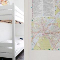 Апартаменты RockChair Apartment Niebuhrstraße Берлин сейф в номере