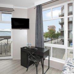 Отель B&B Antwerp Harbour View балкон