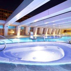 Отель NH Collection Madrid Eurobuilding бассейн