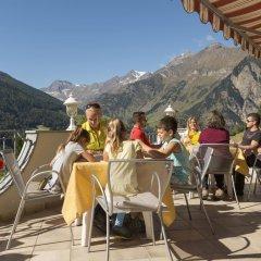 Отель Kronhof Италия, Горнолыжный курорт Ортлер - отзывы, цены и фото номеров - забронировать отель Kronhof онлайн гостиничный бар