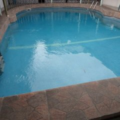 Отель Cynergy Suites Festac Town бассейн