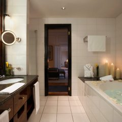 Отель Taschenbergpalais Kempinski Германия, Дрезден - 6 отзывов об отеле, цены и фото номеров - забронировать отель Taschenbergpalais Kempinski онлайн ванная