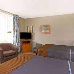 Отель Travelodge Hotel at LAX США, Лос-Анджелес - отзывы, цены и фото номеров - забронировать отель Travelodge Hotel at LAX онлайн удобства в номере фото 2