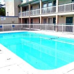 Отель Motel 6 Columbus West бассейн