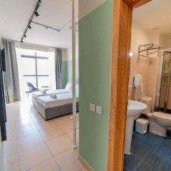 Отель Euro Guest House Мальта, Гзира - отзывы, цены и фото номеров - забронировать отель Euro Guest House онлайн ванная