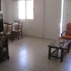 Отель Valentinos Villa Кипр, Протарас - отзывы, цены и фото номеров - забронировать отель Valentinos Villa онлайн комната для гостей фото 4