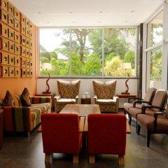 Отель Aparthotel Mil Cidades гостиничный бар