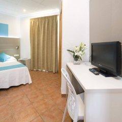 Отель Hostal Adelino удобства в номере