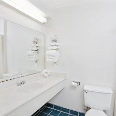 Отель Super 8 by Wyndham Hollywood/LA Area США, Лос-Анджелес - отзывы, цены и фото номеров - забронировать отель Super 8 by Wyndham Hollywood/LA Area онлайн ванная