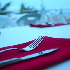 Отель Transit Beach View Hotel Мальдивы, Мале - отзывы, цены и фото номеров - забронировать отель Transit Beach View Hotel онлайн спортивное сооружение