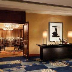 Отель Four Seasons Hotel Vancouver Канада, Ванкувер - отзывы, цены и фото номеров - забронировать отель Four Seasons Hotel Vancouver онлайн интерьер отеля фото 2