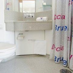 Отель CABINN Metro Hotel Дания, Копенгаген - 10 отзывов об отеле, цены и фото номеров - забронировать отель CABINN Metro Hotel онлайн ванная фото 2