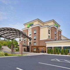 Отель Holiday Inn Express & Suites Geneva Finger Lakes парковка