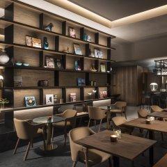 Adina Apartment Hotel Frankfurt Westend гостиничный бар