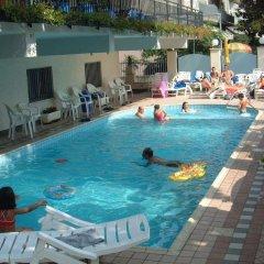 Отель Artide Италия, Римини - 1 отзыв об отеле, цены и фото номеров - забронировать отель Artide онлайн бассейн фото 2