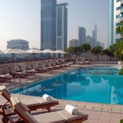 Отель Crowne Plaza Dubai бассейн фото 3