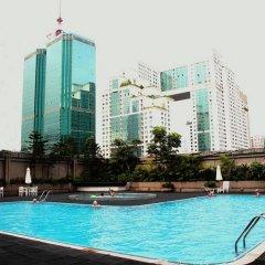 Century Plaza Hotel бассейн