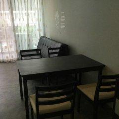 Отель The Fah Condominium Бангкок