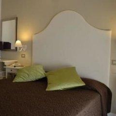 Hotel Ermeti Риччоне сейф в номере