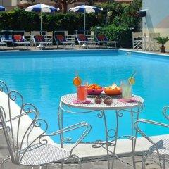 Отель Oceanic бассейн