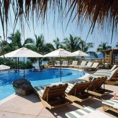 Отель Embarc Zihuatanejo бассейн фото 2