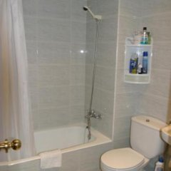 Отель Hostal Sa Prensa Испания, Сьюдадела - отзывы, цены и фото номеров - забронировать отель Hostal Sa Prensa онлайн ванная