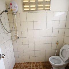 Отель Insook Ko Larn Guesthouse ванная фото 2