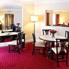 Отель Radisson Blu Hotel, Dubai Deira Creek ОАЭ, Дубай - 3 отзыва об отеле, цены и фото номеров - забронировать отель Radisson Blu Hotel, Dubai Deira Creek онлайн удобства в номере фото 2