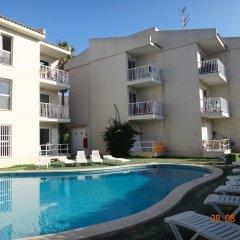 Отель Apartamentos Llevant бассейн