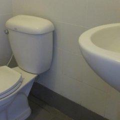 De Talak Hostel Бангкок ванная