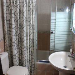 Отель Beautiful 2 BR Apt Quiet & Private Иордания, Амман - отзывы, цены и фото номеров - забронировать отель Beautiful 2 BR Apt Quiet & Private онлайн ванная фото 2