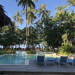 Отель El Nido Mahogany Beach бассейн