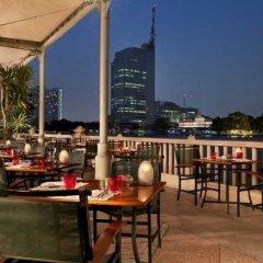 Отель The Peninsula Bangkok гостиничный бар