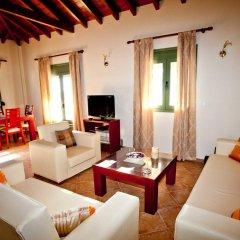 Отель Aselinos Suites комната для гостей