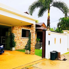 Отель Thai Family Rawai Pool Villa парковка