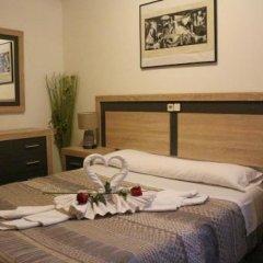 Отель Hostal San Isidro Мадрид сейф в номере
