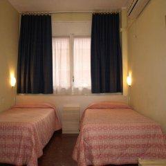 Отель Hostal Bejar Барселона сейф в номере