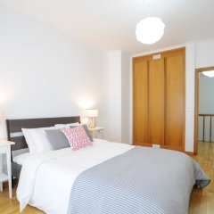 Апартаменты Duplex Apartment - 4 Bedrooms & Garage комната для гостей фото 3