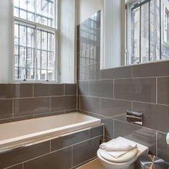 Отель Location, Location! North Bank Street Luxury Apt Эдинбург ванная фото 2