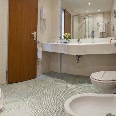 Отель SOL Marina Palace Болгария, Несебр - отзывы, цены и фото номеров - забронировать отель SOL Marina Palace онлайн ванная