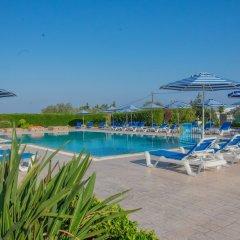 Rafael Hotel бассейн